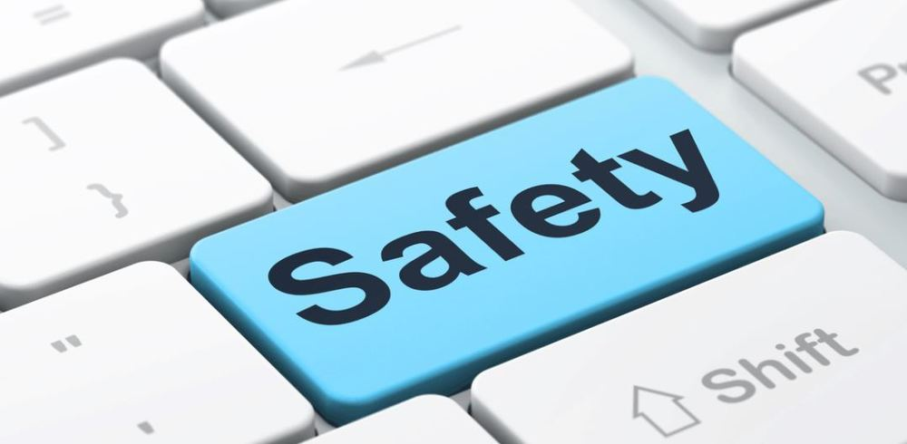 Attention Parents & Caregivers:  Student Safety & Recent Internet Challenges