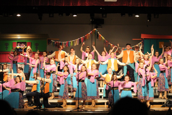 Show Choir Performing 2019