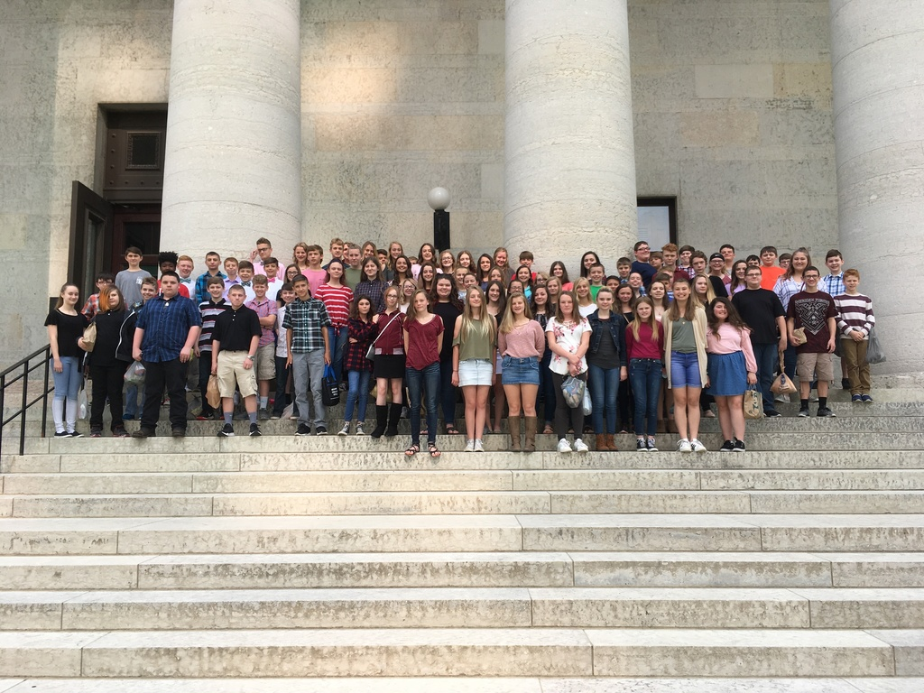 All 7th graders in front of the Statehouse